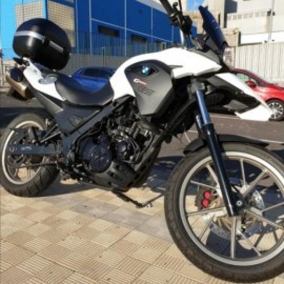 Alquiler de Moto Suzuki GS 500 E 34 CV Naked Segorbe