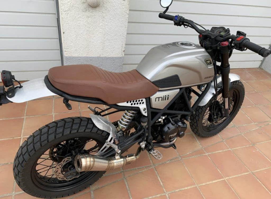 Alquiler de Moto Mitt Scrambler 125 DS Naked Roses Barato